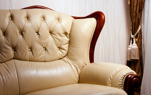So werten Sie Ihr Wohnzimmer mit einem schönen Ledersofa auf