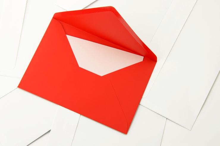 Kuvertieren - adressieren - absenden. (Bild: @ djama - fotolia.com)