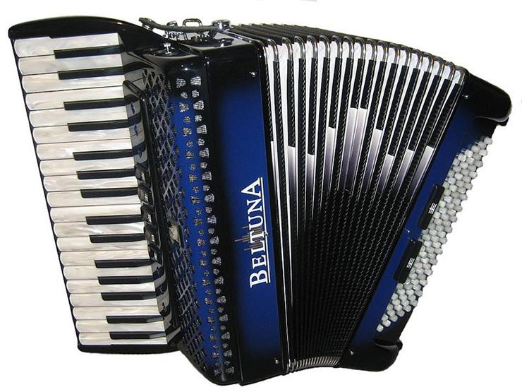 Das Muszieren auf dem Akkordeon trainiert viele Fähigkeiten. (Bild: beltuna.ch)