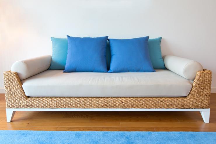 Rattanmöbel laden zum gemütlichen Sitzen sein. (Symbolbild: © noomhh - fotolia.com)