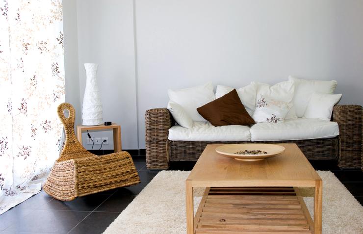 Rattanmöbel verleihen dem Raum ein besonderes Flair. (Bild: © Christophe Fouquin - fotolia.com)