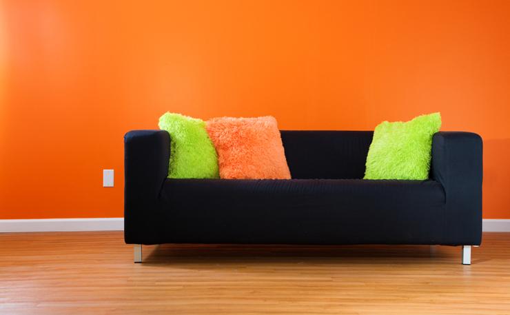 Ein passendes Sofa gibt es für jeden Geschmack. (Symbolbild: © Alexey Stiop - shutterstock.com)