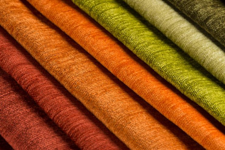 Vorhänge gibt es in den verschiedensten Formen und Farben. (© homydesign - fotolia.com)